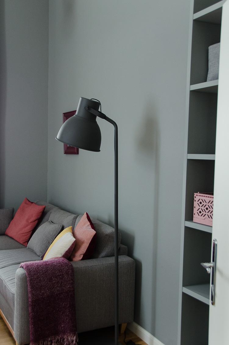 Umbau eines kleinen Apartments, Renovierung, farbliche Raumtrennung, Wohn- und Schlafbereich, vorher/nachher, Einrichtungsideen, Innenraumgestaltung, Wandfarben
